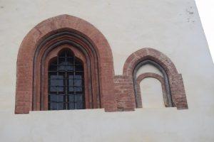 084-finestre recuperate nel centro storico di Avigliana