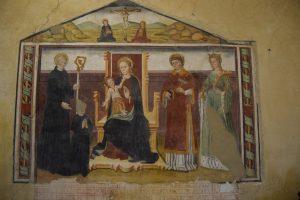 139-affresco di Secondo del Bosco da Poirino. Maria in trono con a sn san Benedetto e a dx il diacono Vincenzo e S. Caterina d'Alessandria