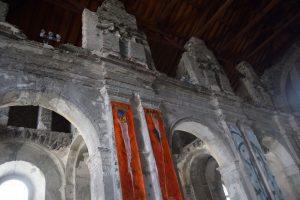 041-interno della chiesa senza soffitto