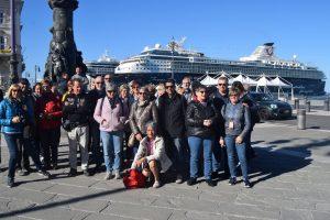 113-gruppo, mentre ci chiedevamo se fosse più lunga la Costa o l'altra nave.