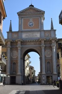 045-arco in piazza Umberto I