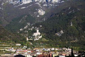 001- castello di Avio:inizia il territorio dei Castelbarco