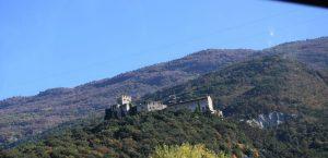 009-castello abbarbicato sulla roccia