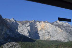 """058-le montagne con lo """"spettacolare"""" squarcio; ora per lanci nel vuoto"""
